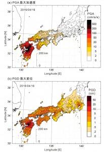 図2 地震による地表の最大加速度(PGA; cm/s/s)と最大変位(PGD; cm)の広がり。浅い地震(h=10 km)のため、震源(星印)の直上には強い加速度が現れたが、大きな加速度を作り出す短周期の地震動は距離減衰が大きいため、震源から遠ざかると加速度が急激に減少している。これに対して、地面の「変位」は長周期の地震動成分により作り出されるため、距離減衰が小さい。遠く離れた大阪平野や関東平野などでは、長周期地震動により作られた大きな変位が確認できる。