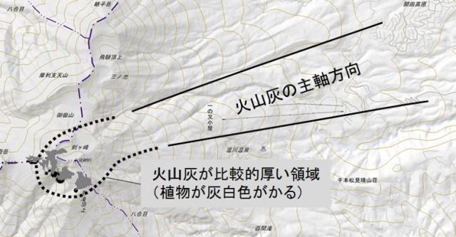 図4 降下火山灰の主軸の方向.山頂近辺の火山灰が比較的厚く堆積している領域を植物の見かけの色調等を参考に識別した.(点線)