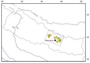 図2.本震破壊開始点(橙色)・余震(黄色)の分布とそれらから推定された震源断層面(黒四角).