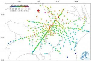 MeSO-net観測点は、3成分の加速度計が、地下20mのボアホール底に設置されている。 一般に、地震による揺れの大きさは、震源からの距離に応じて小さくなるが、 実際には、震源から観測点までの構造や観測点における地盤によって 増幅したり減衰したりする。 今回の地震では、震源地から距離の離れた茨城県南部や東京都東部でも 部分的に震度が大きくなった地域が見られた。